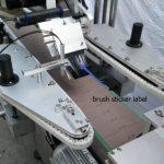 ავტომატური მრგვალი ბოთლის სტიკერების ეტიკეტირების მანქანა ლუდის ბოთლის სალაპარაკო ძრავისთვის